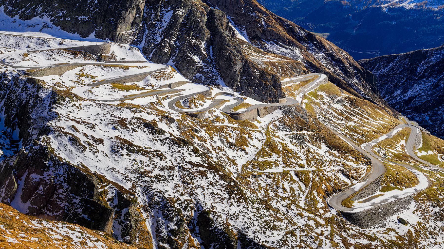 Gotthard - Tremola - historische Passstrasse - Wintereinbruch by Gerry Pacher Photography