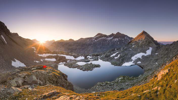 Warmer Sonnenaufgang am Lai Ghiacciato - Splügenpass