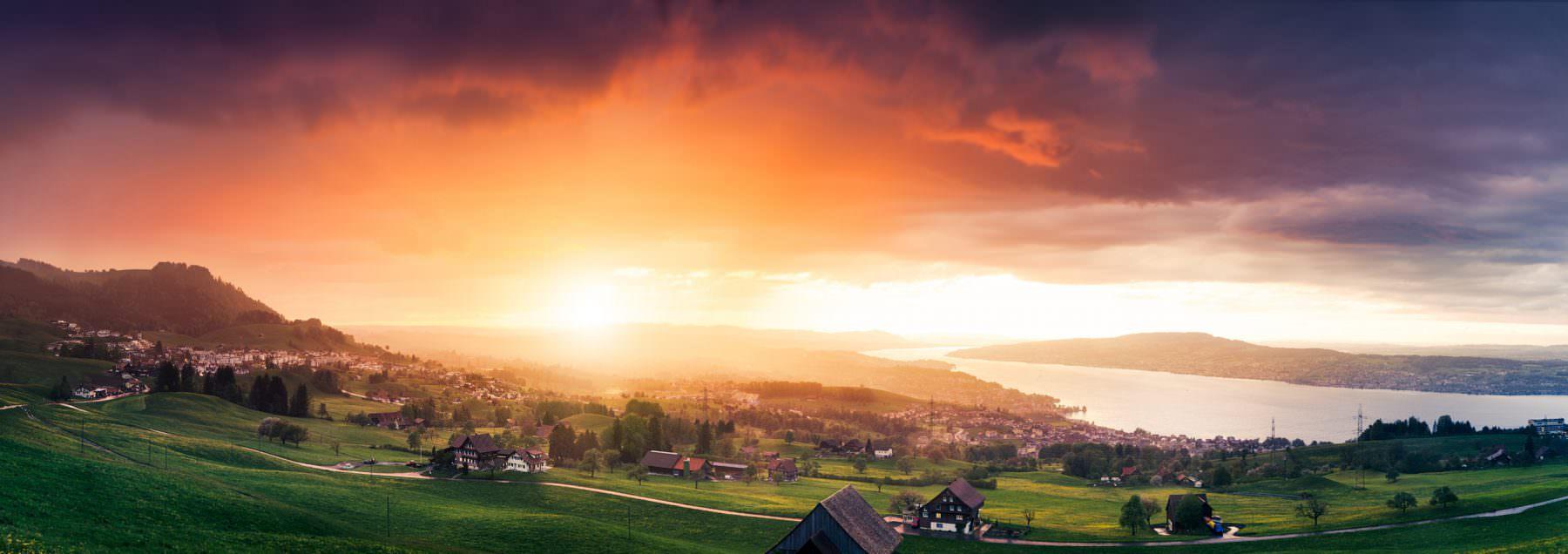 Sommergewitter in Schindellegi mit Blick auf den Zürichsee
