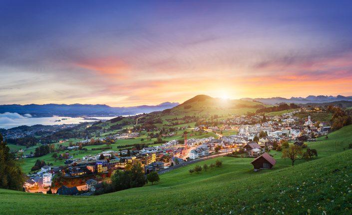 Sonnenaufgang - 4. September 2017 / Schindellegi / Höfe / Blick auf den Etzel und Säntis