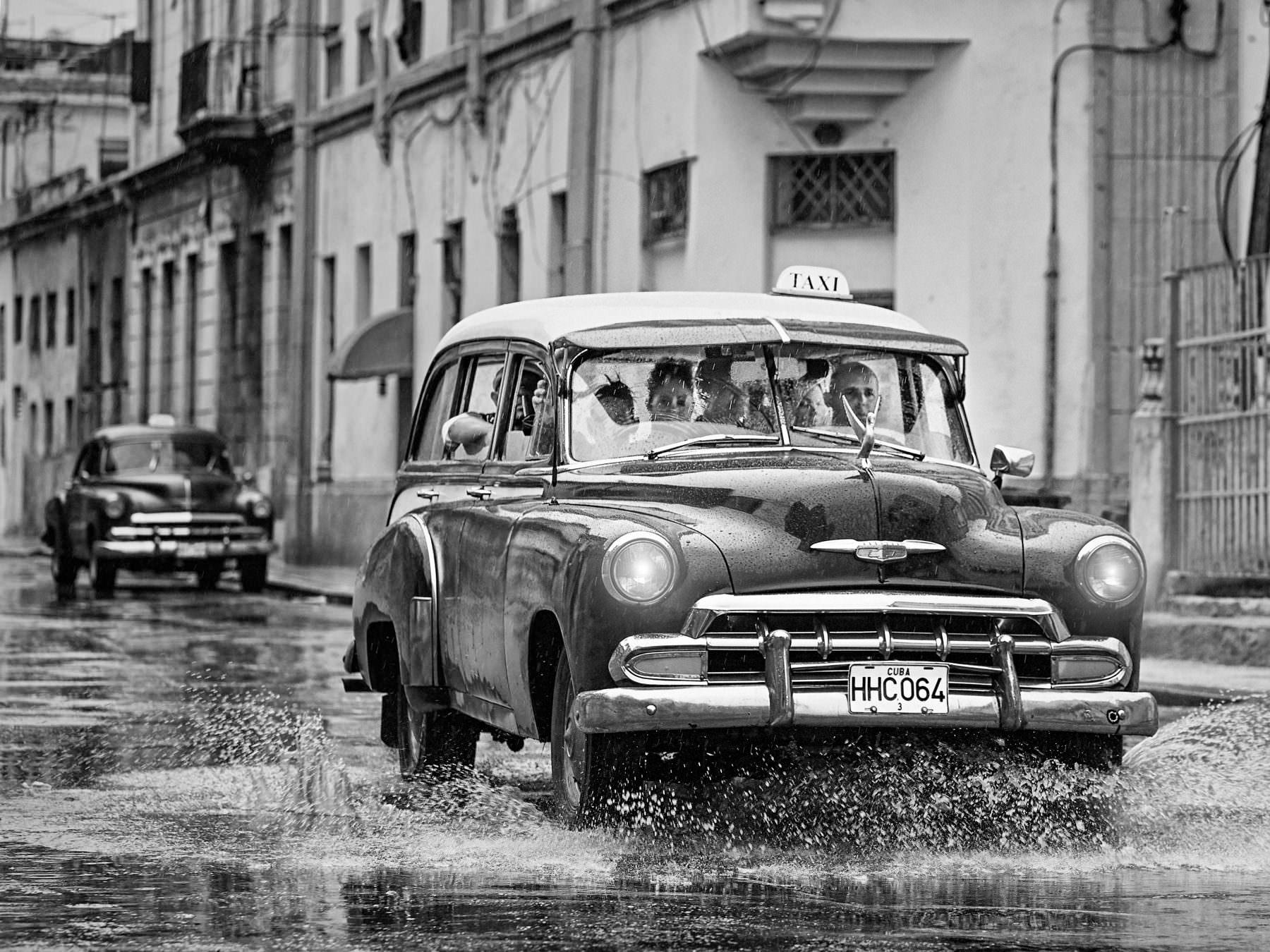 Street photography Cuba Havana Centro Habana - a rainy Monday. Copyright © by Gerry Pacher