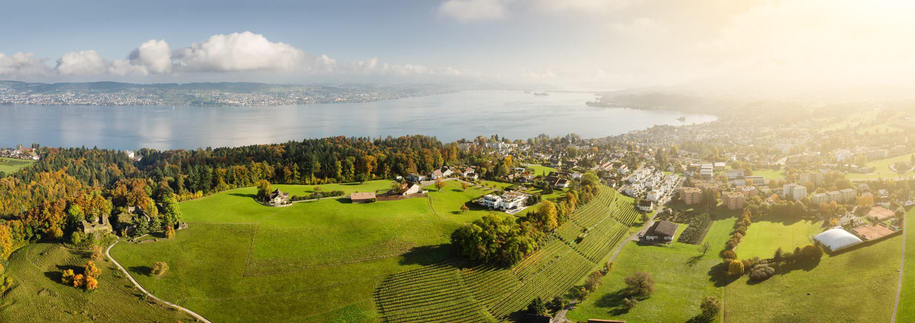 Luftaufnahme mit Drohne, Richterswil, Altschloss, Blick auf den Zürichsee, Wollerau, Damm © by Gerry Pacher