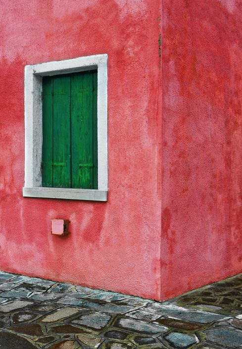 pale red corner, Italy, Venice, Burano © by Gerry Pacher