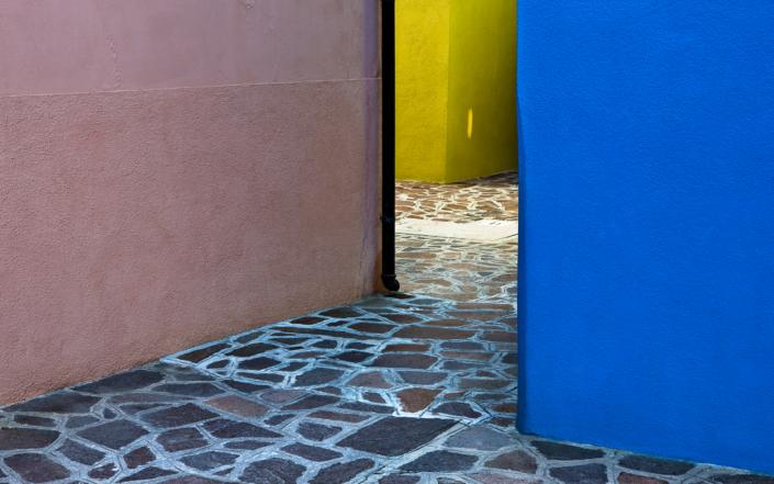 Blue Corner - Italy, Venice, Burano © by Gerry Pacher