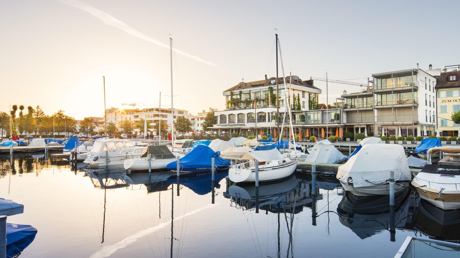 Schwyz, Lachen, Bilder, Dorf, Marina, Hafen mit Bote © by Gerry Pacher