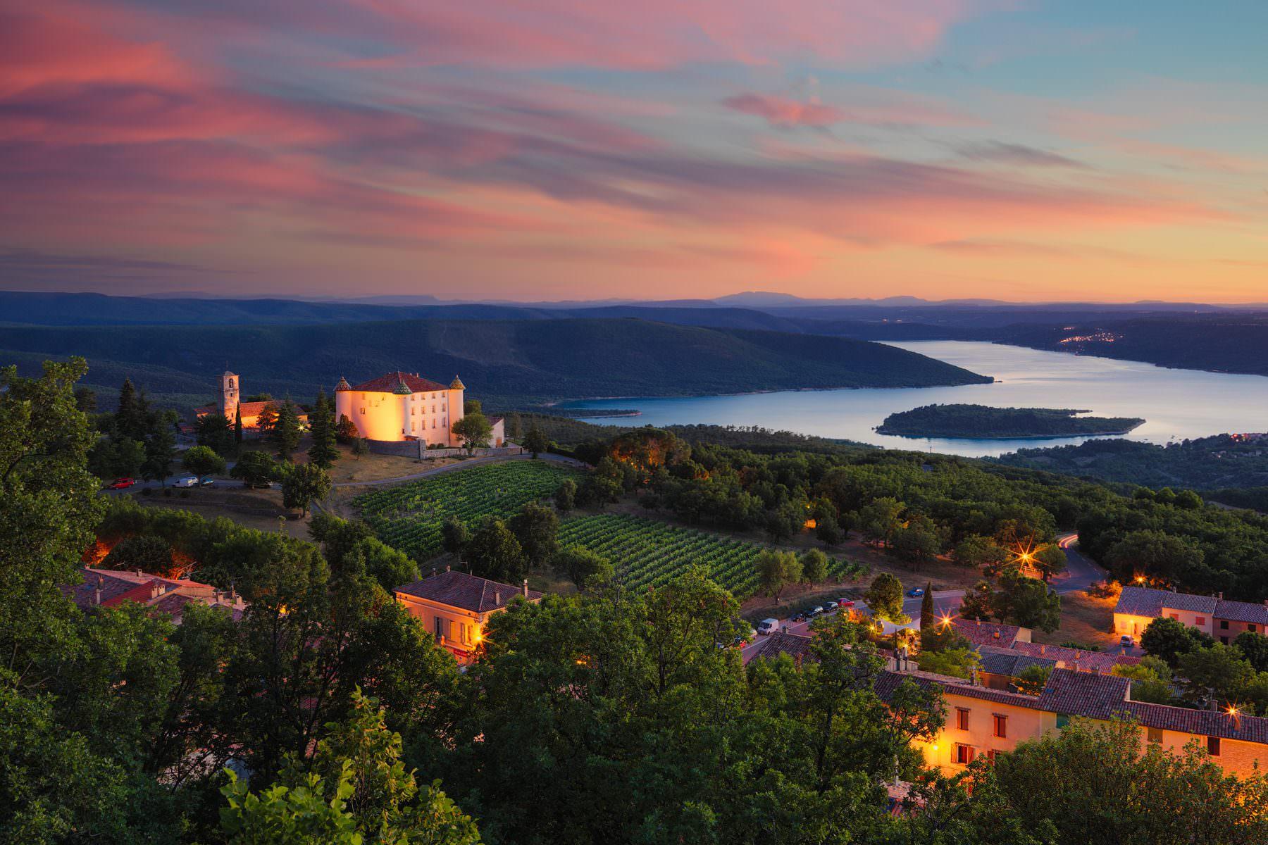 Landschaftsaufnahme - France - Provence - Chateau d'Aiguines - Lac de Sainte-Croix