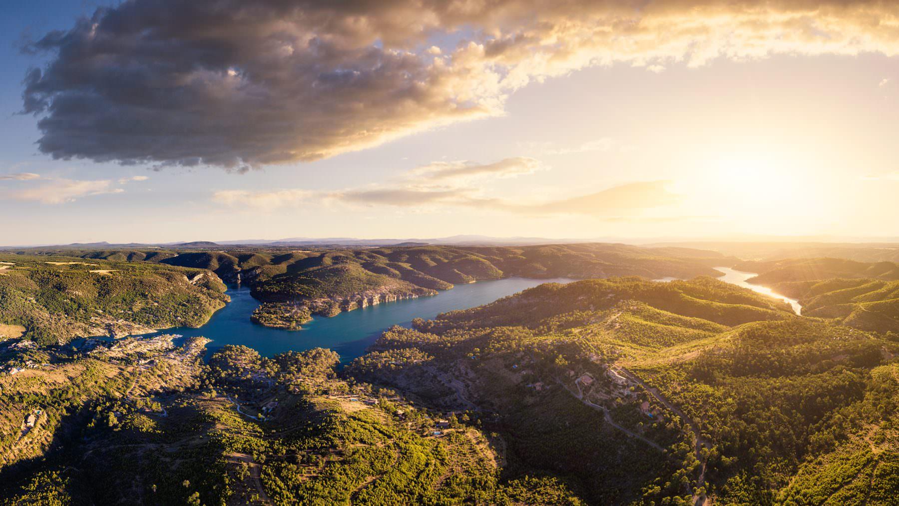Luftaufnahme mit Drohne - Frankreich Provence Lac Esparron de Verdon