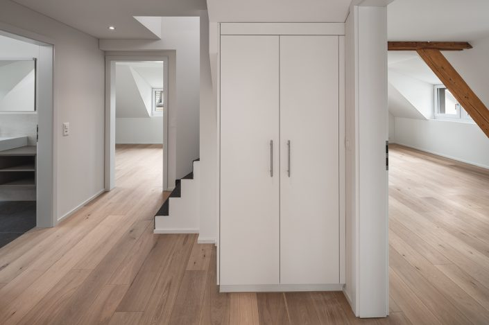 Sanfte Renovation - Blick vom Gang in Master Bedroom, Kinderzimmer und Bad © by Gerry Pacher