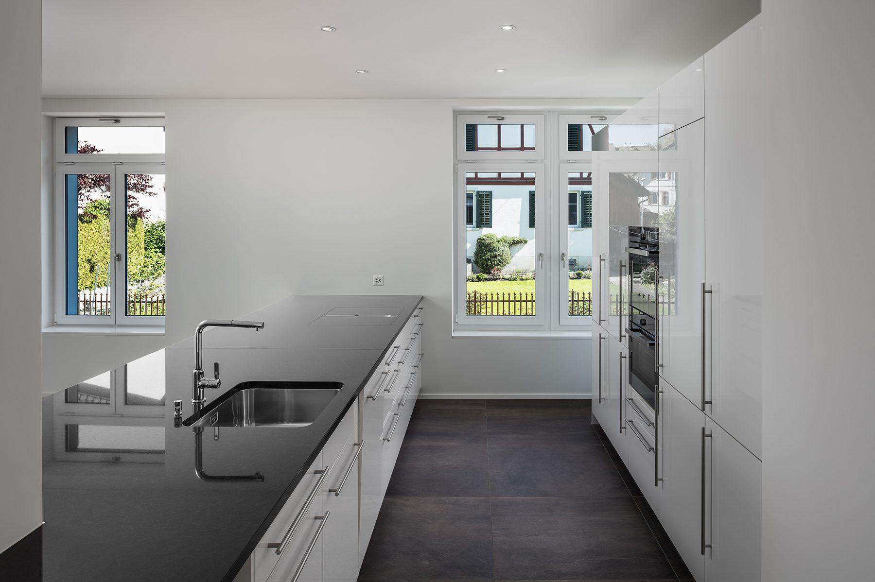 Sanfte Renovation einer Altbauwohnung - moderne Küche © by Gerry Pacher