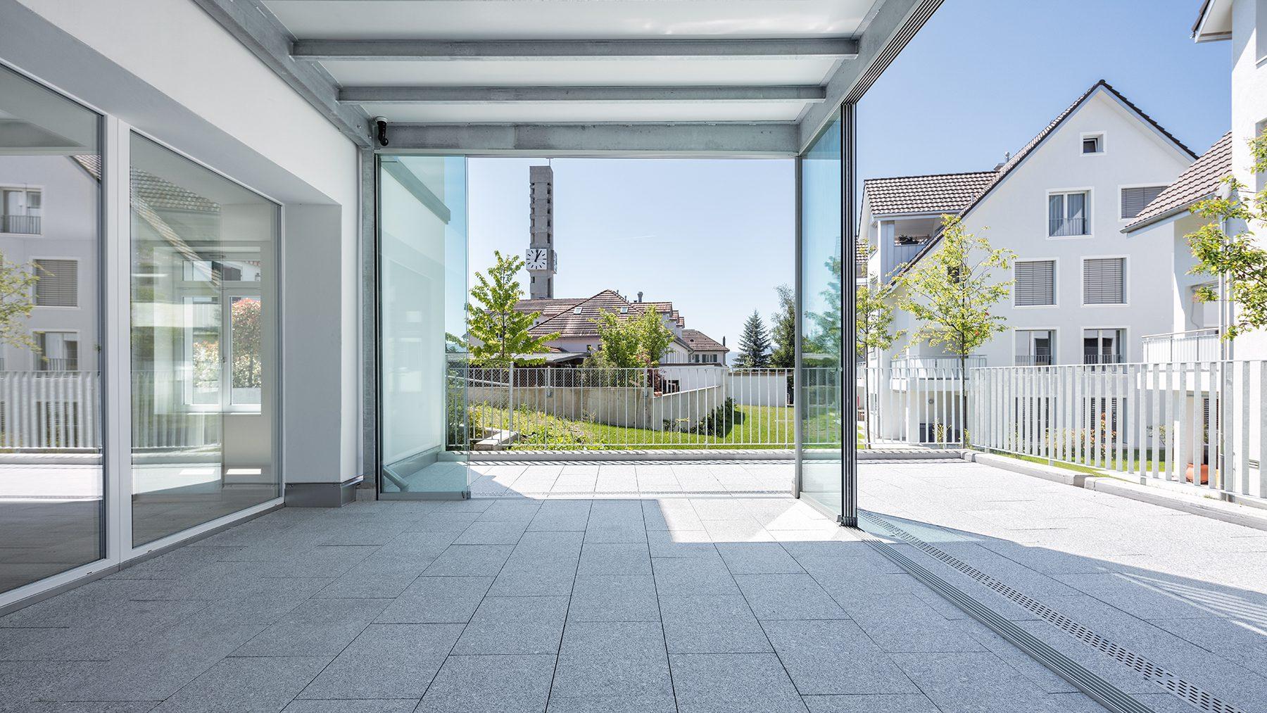 neue Terrasse Parterre Wohnung nach sanfter Renovation © by Gerry Pacher