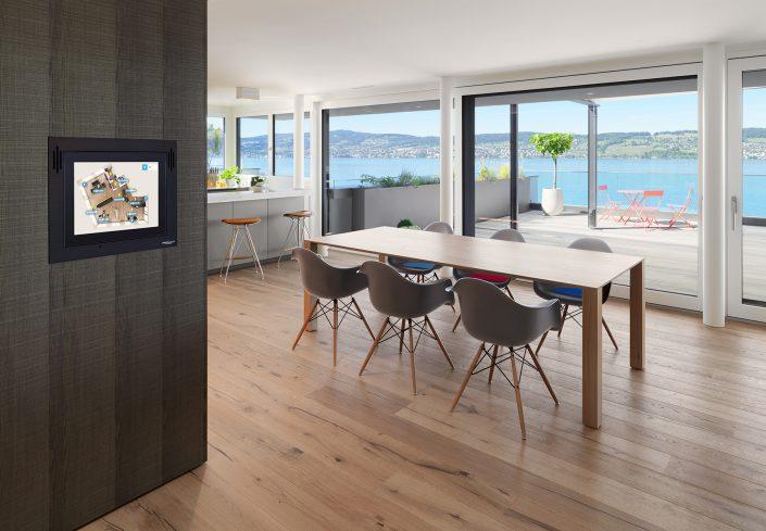 moderne Wohnung mit herrlichem Blick auf den Zürichsee mit moderner Haustechnik von smart Place © by Gerry Pacher