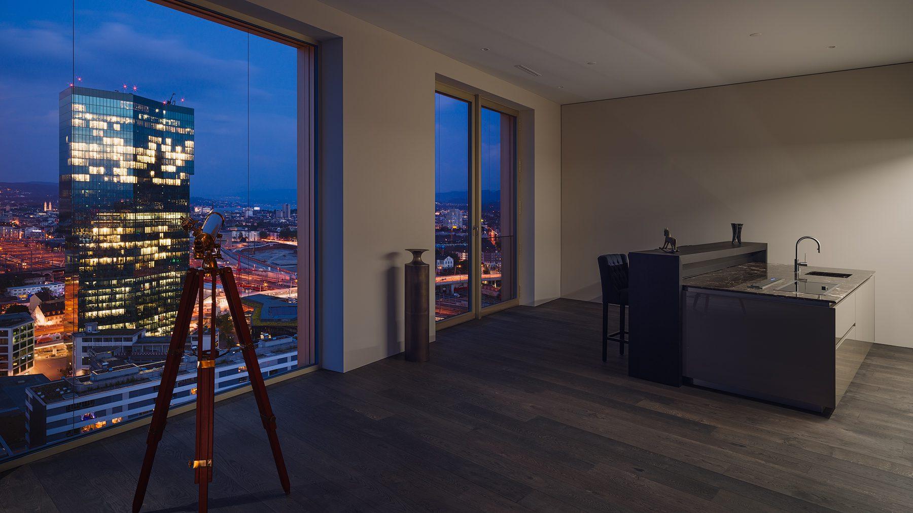 Penthouse - Mobimo Tower - Zürich - Wohnzimmer / Küchensicht