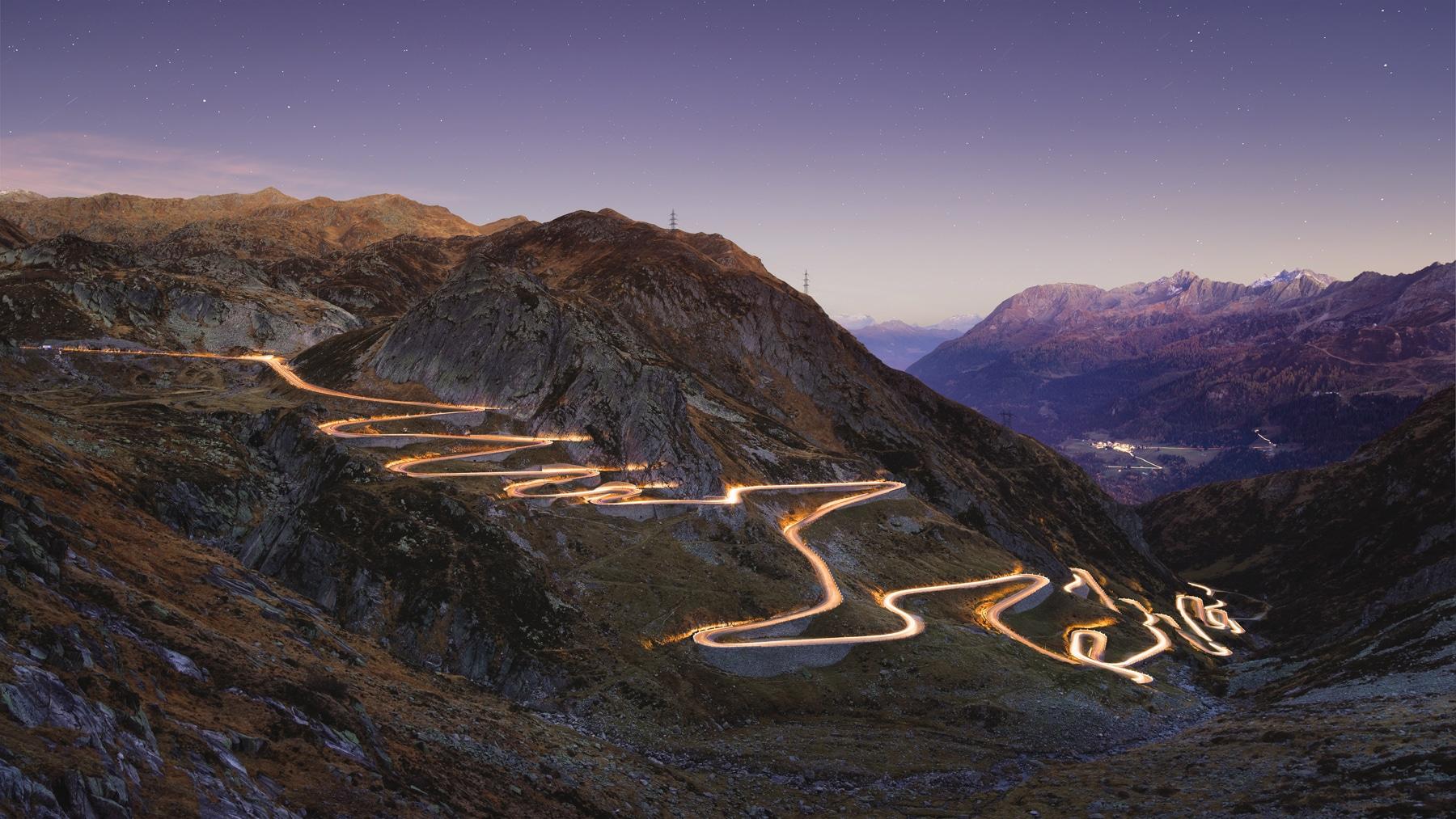 """Gotthard - Tremola - at Night / Nachtaufnahme der historischen Passstrasse """"Tremola"""" die durch Autoscheinwerfer beleuchtet wurde."""