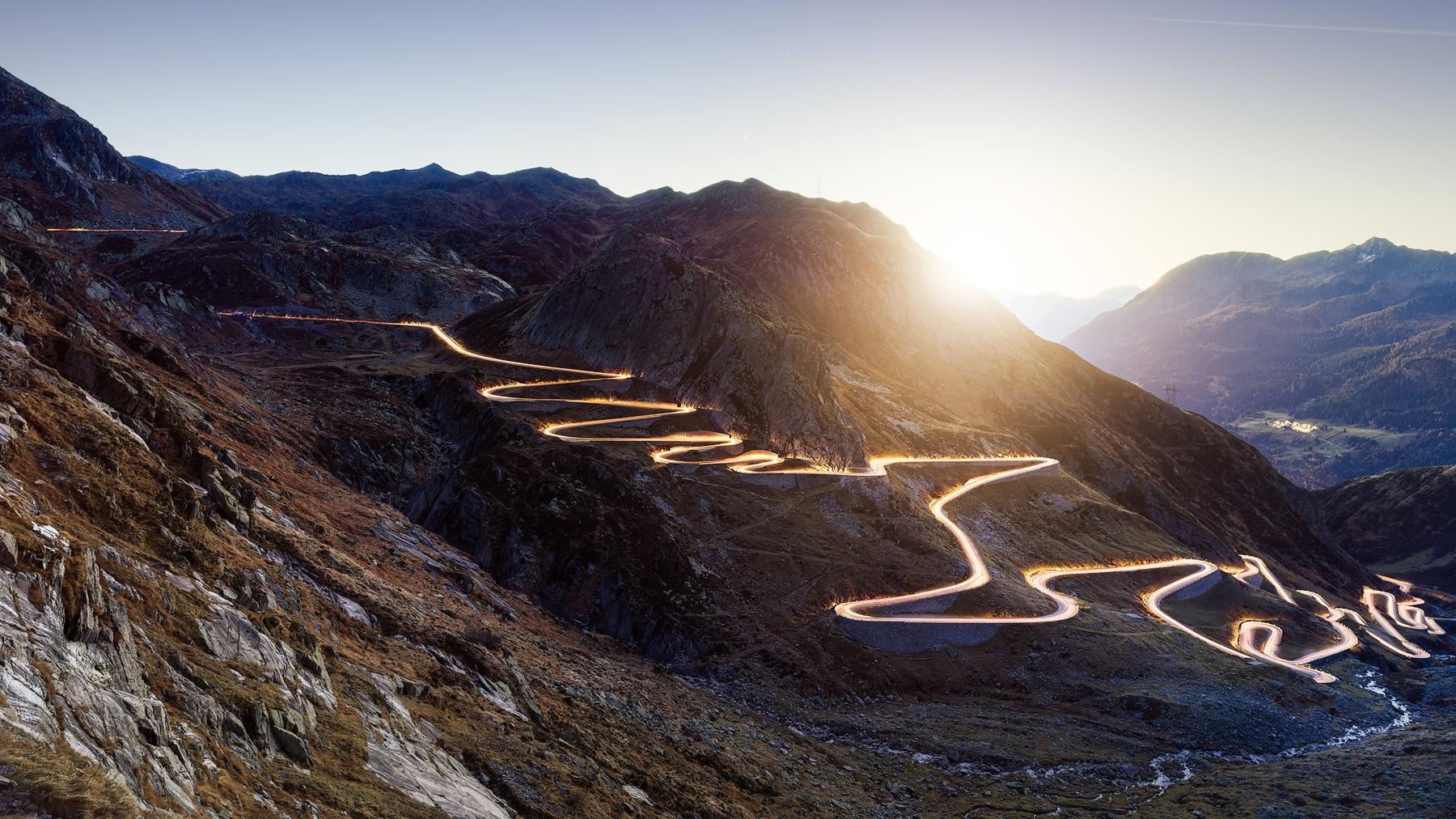 Sonnenaufgang an der Tremola - historische Passstrasse am Gotthard