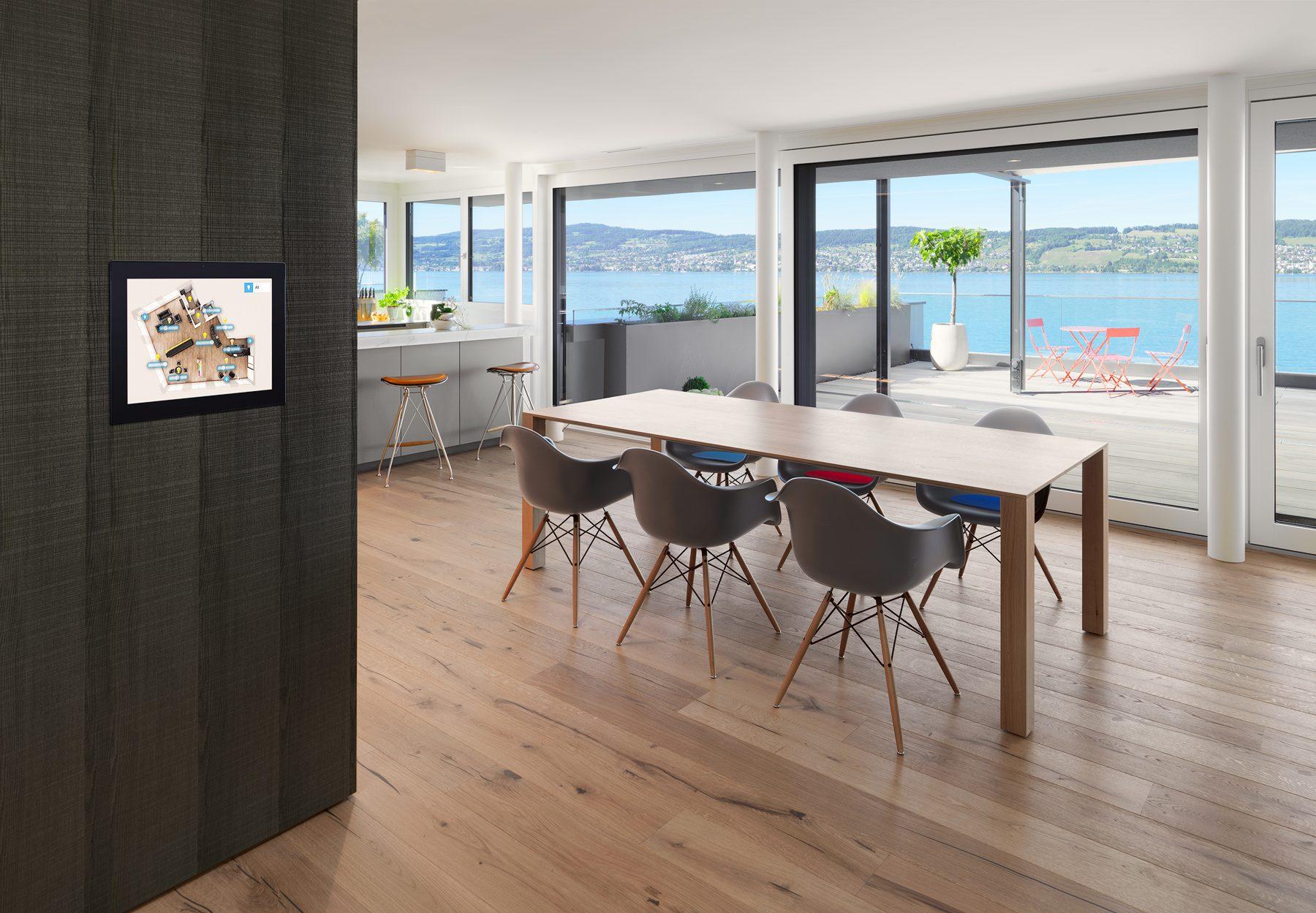 smart PLACE touch Panel in einer Wohnung / Produktkatalog smart PLACE AG mit Bildern von Gerry Pacher Photography