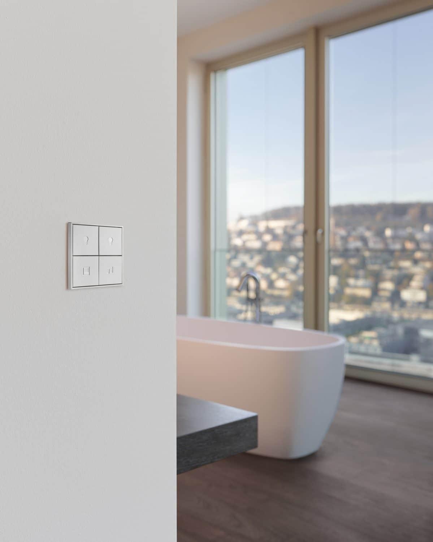 4-fach Schalter im Badezimmer / Produktkatalog smart PLACE AG mit Bildern von Gerry Pacher Photography