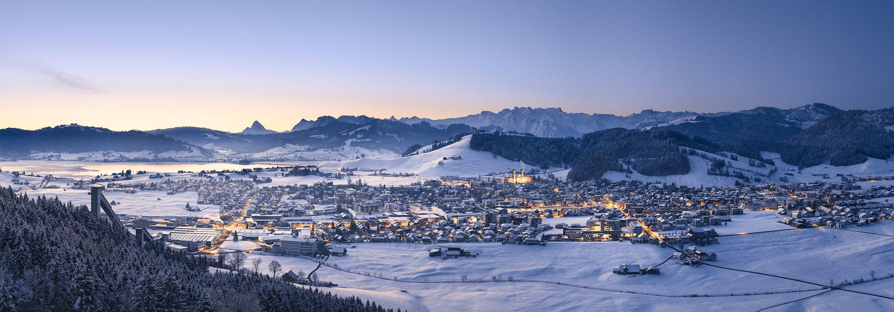 Bezirk Einsiedeln - winterlicher Sonnenaufgang Einsiedeln - Panorama