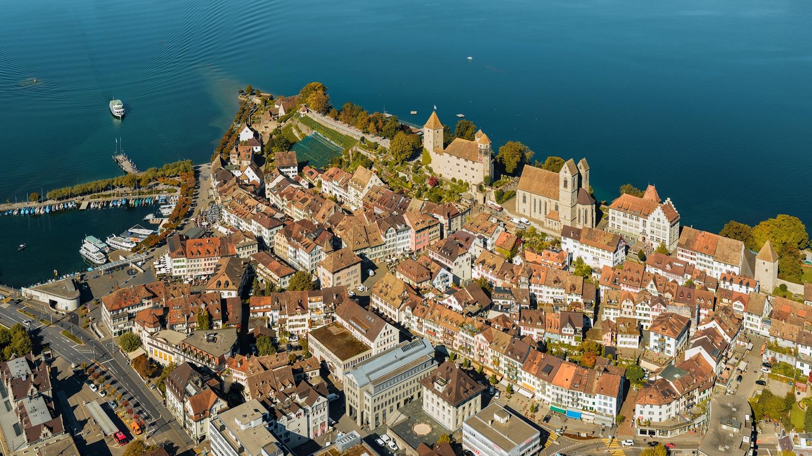 Luftaufnahme Rapperswil-Jona - Stadtkern mit Schloss Rapperswil