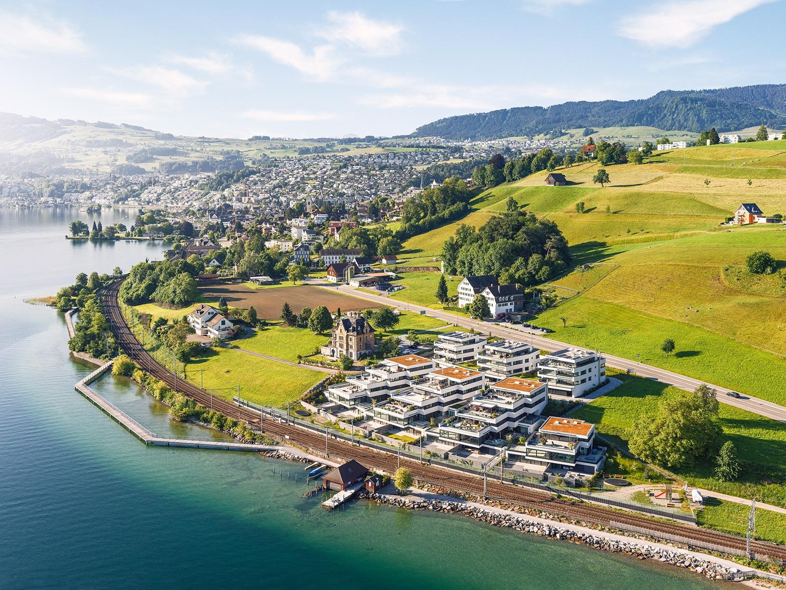 Luftaufnahme - Überbauung Seven Pearls am Zürichsee mit Blick auf Richterswil, Wollerau, Feusisberg, Schindellegi