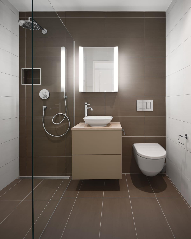 Modernes Cremefarbenes Bad mit Dusche und Weissen Seitenplatten