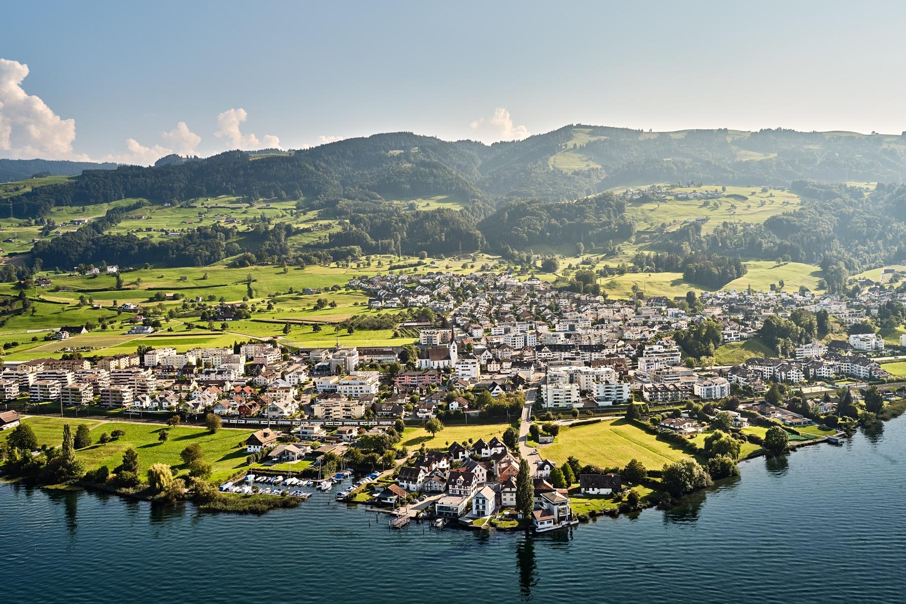 Luftaufnahme - Altendorf - Schwyz - Zürichsee - Obersee - Blick auf Seestadt / Gruebhöchi, Stöcklichrüz